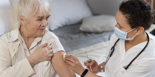 doctor-preparing-vaccine-senior-woman444